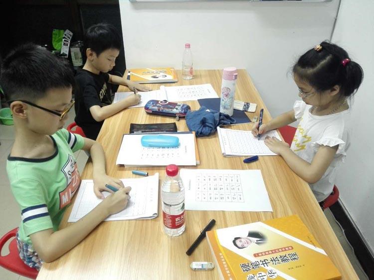 上海书法学习班红梅小区书法学习小组